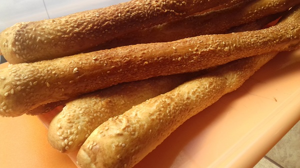 Breadsticks with Sesame Seeds and Mozzarella (Keto Recipe)