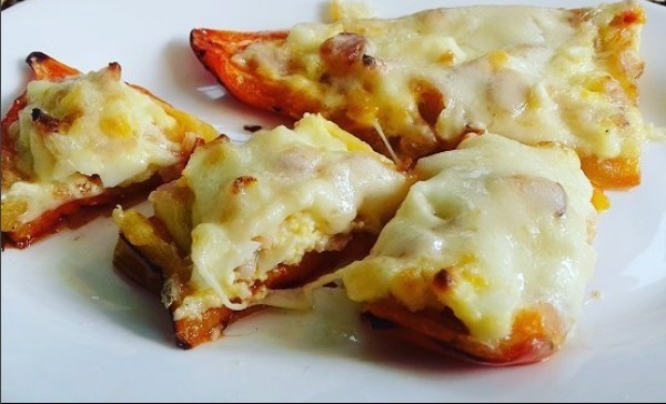Bell Peppers Pizzas As A Warm Low-Calorie, Low-Carb Appetizer