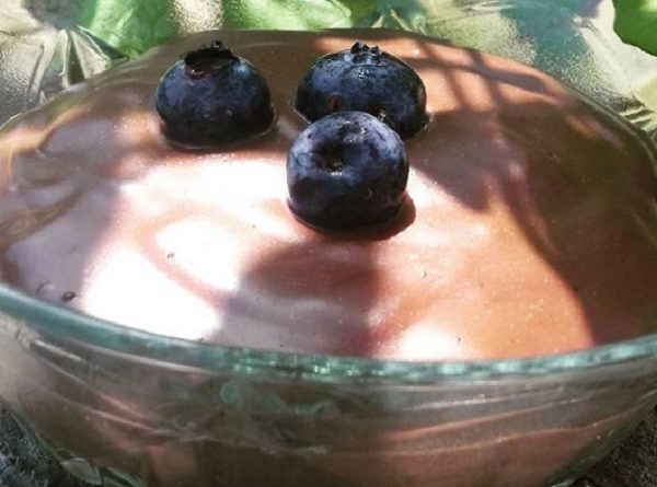 Blueberries Chocolate Chia Pudding (Paleo, Low-Carb Recipe)