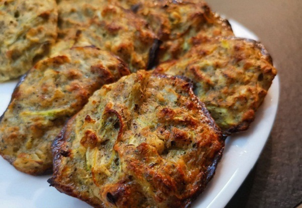 Keto Zucchini Fritters with 1 g Net Carbs (Easy Recipe)